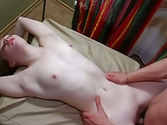 Teenie puts lips around cock