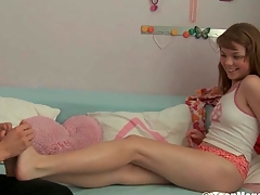 Beauty widens her legs open for zealous sex-toy shovelling
