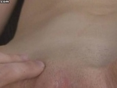 Smart dude who could not fuck the beauty made her engulf his dick